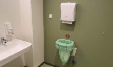 Puhastusimport noliktavas tualetes telpa. Vienīgais pie sienas piestiprināms Longopac atkritumu sistēma – piemērots nelielām telpām.